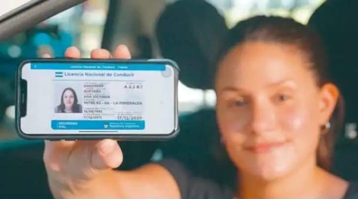 Impulsan el proyecto para aprobar la licencia de conducir digital en Ushuaia - Vía País