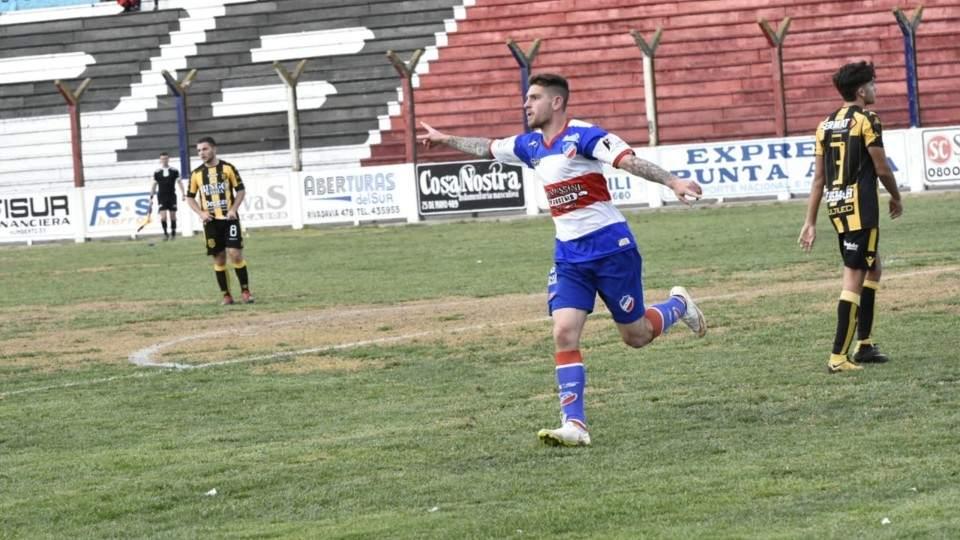 Con un cambio Rosario va a buscar la clasificación a Villa Mitre - Vía País