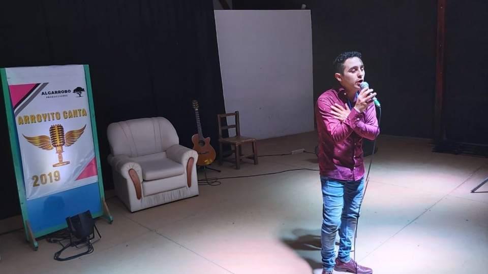 Maximiliano Olmos es la voz del Arroyito Canta 2019 - Vía País