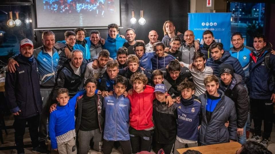 Se jugó el primer Torneo Municipal Sub15 de fútbol en Ushuaia - Vía País