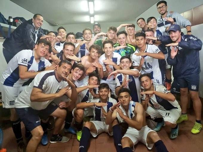 Festejos de Talleres y Belgrano en juveniles - Vía País