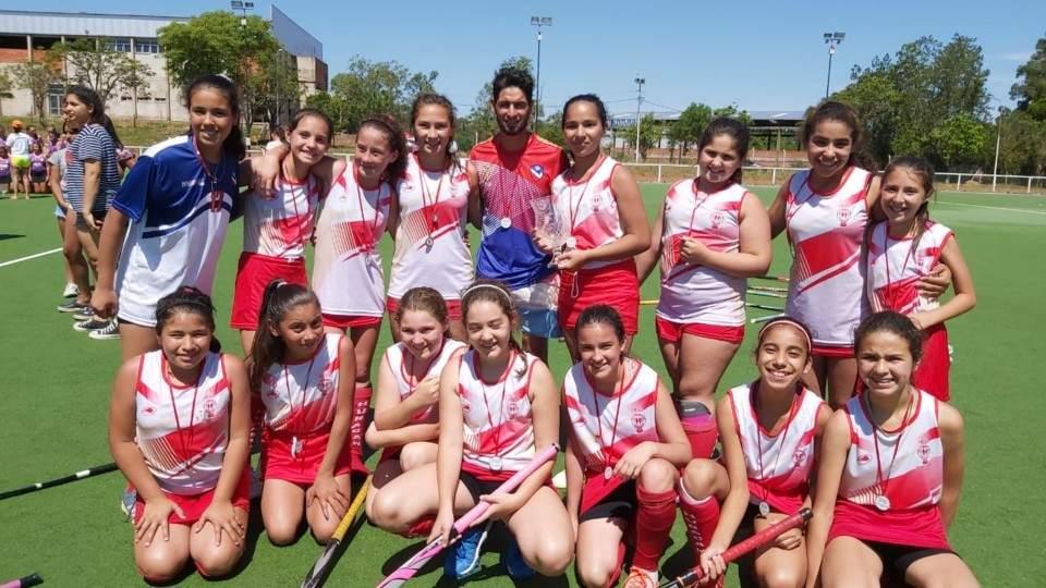 Jugadores de Hockey del San Miguel subcampeonas en el Nacional Sub 12 - Vía País