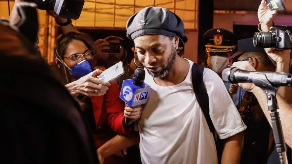 Las primeras imágenes de Ronaldinho saliendo de la cárcel para ...