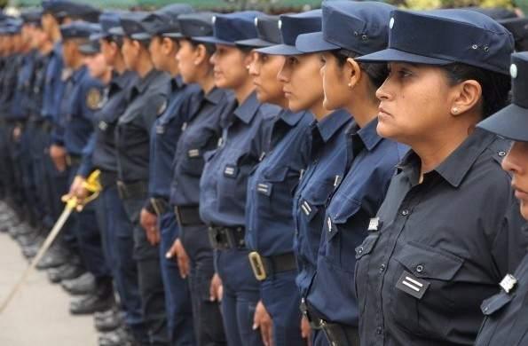 """Mujeres policías se niegan a reprimir marchas feministas: """"Si estamos, será para levantar el cartel Ni una menos"""""""