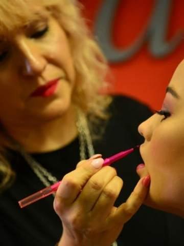 c29a62e23 Maquillaje para lucir en la fiesta de egresadas   Vía Córdoba