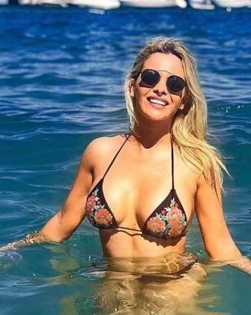 Rumbos Alejandra Maglietti Se Fotografió Al Natural En La Playa Y